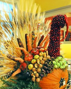 Create a kid-friendly turkey centerpiece for the Thanksgiving table  using seasonal vegetables.