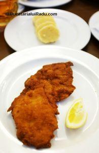 LOKAL, PRAGA, CEHIA - Schnitzel de porc.