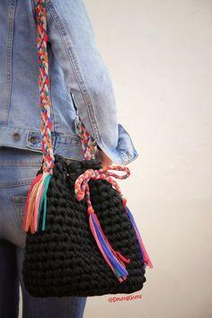 Marvelous Crochet A Shell Stitch Purse Bag Ideas. Wonderful Crochet A Shell Stitch Purse Bag Ideas. Crochet Clutch, Crochet Shoes, Crochet Handbags, Crochet Purses, Crotchet Bags, Knitted Bags, Crochet Diy, Crochet Crafts, Free Crochet Bag