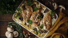 Těstoviny skuřecím masem je vděčná kombinace. Když navíc přidáme výraznou nivu, jemné žampiony akřupavé vlašské ořechy, vykouzlíte během chvíle výborné jídlo. Atěstoviny můžete použít jakékoli, nejen špagety. Pesto, Turkey, Chicken, Turkey Country, Cubs