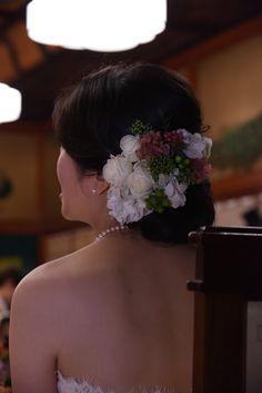花嫁様を見る花婿様の目がめっちゃ優しい。  目黒雅叙園竹林の間さまへ、装花とブーケをお届けした 花嫁様からのお写真とメールとを、ご紹介させていた...