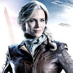 Defiance Trailer Starring Grant Bowler and Julie Benz - The worlds of video games and television collide in this innovative Syfy series that connects with a multi-platform online game.