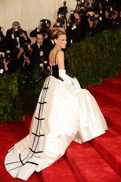 Sarah Jessica Parker is stunning in Oscar de la Renta at the Met Gala