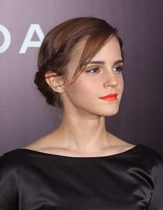 At the New York premiere of Noah, Emma pulled out her orange lipstick and twisted her hair into a low bun, but it was the gorgeous accent braid that really caught our eye.