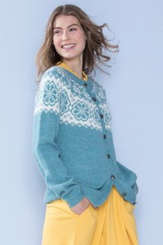 382-06 Q-symre lys sjøgrønn kofte Fair Isle Knitting, Lace Knitting, Knitting Ideas, Knitting Patterns, Knitting Machine, Pullover, Embroidery, Drawing, Blouse