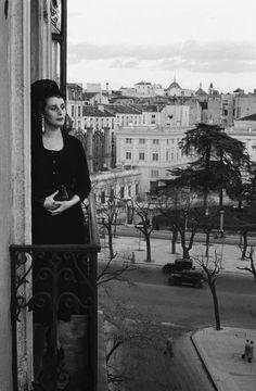 Donna Mercedes Formica,    Madrid    Photo: Inge Morath