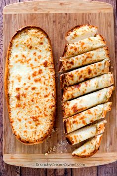 1 loaf of Italian bread 1/2 cup unsalted butter, melted 1 to 1,5 teaspoon garlic powder (see note) 1 and 1/2 cup shredded mozzarella cheese brush bread with melted butter, then add cheese