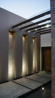 Modern house entrance with great lighting from Even though ancient within idea, the pergola Design Exterior, Door Design, Home Interior Design, Design Dintérieur, Design Ideas, Lobby Interior, Fence Design, Modern Exterior, Design Concepts