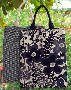 Great library tote with front pocket~~Pretty Tutorials - back of the bags