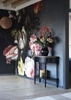 Bold floral wall mural on black background - dark and moody florals and unusual wallpaper are two of our top interior design trends of Read our feature for more ideas. Interior Design Tips, Interior Inspiration, Interior Decorating, Decorating Ideas, Decor Ideas, Wall Ideas, Luxury Interior, Decorating Websites, Design Inspiration