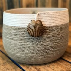 Suzy Sews Sea Shells by the Sea Shore🐚 Rope Basket, Basket Weaving, Sisal, Cotton Box, Basket Crafts, Fabric Bowls, Rope Crafts, Yarn Bowl, Diy Crafts To Sell