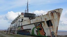 Duke of Lancaster as a 'floating' graffiti art gallery Abandoned Ships, Abandoned Places, Duke Of Lancaster, Fraser Island, Ghost Ship, Fort William, Newfoundland And Labrador, Shipwreck, Tall Ships