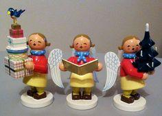 Erzgebirge Angels singing Christmas carols