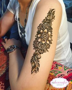Pin by ashleigh velasquez on henna хна, мехенди, рисунки Arabic Henna, Henna Mehndi, Henna Art, Shoulder Henna, Flower Tattoo Shoulder, Henna Tattoo Designs, Mehandi Designs, Henna Recipe, Mehndi Patterns