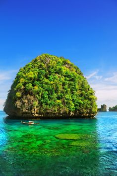 Maya Bay. Phi Phi island, Thailand  Whether it's adventure or sunbathing, it's got to be Koh #PhiPhi, Thailand. P.S. Seize the moment! http://phi-phi.com