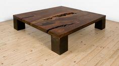 table basse design en bois foncé : Kong par Uhuru Design