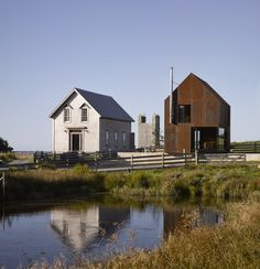 Enough House  / MacKay-Lyons Sweetapple Architects