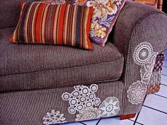 Doily couch applique, brilliant!