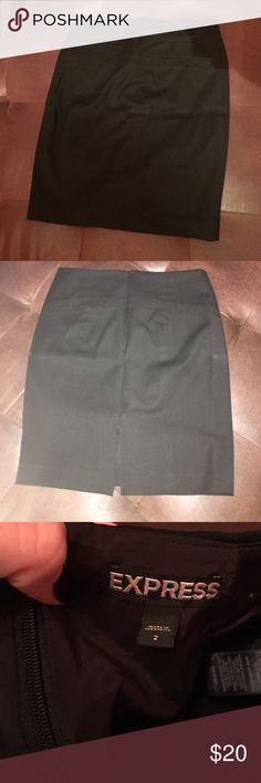 Black Express skirt This skirt is great for work! Express Skirts Midi