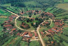 Charlottenburg, cunoscut și ca Șarlota, este un sat micuț, cu numai 124 de locuitori, din vestul țării. Situat în județul Timiș, satul ascuns între dealuri este unul extrem de pitoresc, iar în ultimii ani a început să atragă tot mai mulți vizitatori curioși să vadă cu ochii lor localitatea care a aj
