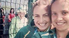 Queen Elizabeth II photo bombing during a selfie of two members of the Australian women's hockey team. The Queen was visiting the Glasgow Hockey Centre on day one of the Commonwealth Games. Jimmy Fallon, Steven Tyler, Kevin Spacey, Cameron Diaz, John Mayer, Chris Hemsworth, Die Queen, Queen Liz, Jennifer Lawrence