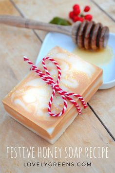 Festive Honey Soap Recipe. This natural honey soap recipe creates bars that look like fudge but have none of the calories. It's made with simple layers of creamy and mica tinted soap batter and subtly scented with raw golden honey. Dressed up in festive bakers twine and sprinkles of gold mica, it makes a lovely and guilt-free gift #lovelygreens #honeyrecipe #soap #soaprecipe