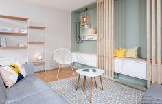 Rénovation complète de l'entrée et de la pièce à vivre de cet appartement situé à Lyon 03. L'entrée est beaucoup plus fonctionnelle et l'espace est optimisé au maximum. Création d'un grand meuble sur mesure pour offrir aux clients une assise, des rangements et une fonction vide poche. Une bande de papier peint vient dynamiser l'ensemble. La pièce à vivre s'ouvre complètement sur l'entrée. Un grand meuble sur mesure sur le fond de la pièce, vient habiller le mur et offre des rangements et un…