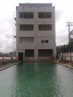 Piscina e edifício educacional - 11/12/2013