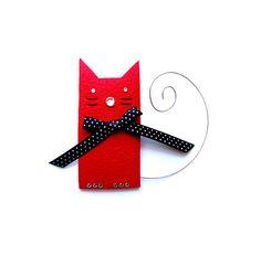 BROCHE de gato rojo con lazo de lunares por iloveyoujewels en Etsy, $20.00