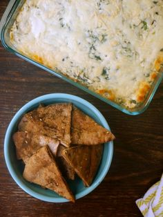 greek yogurt spinach and artichoke dip with toasted za'atar pita chips // my bacon-wrapped life