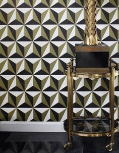This graphic wallpaper challenges the senses. The way the triangular shapes are arranged, along with the special colour combination of pearl-gold, .