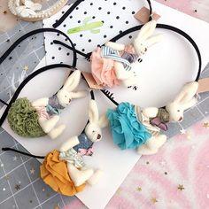 Aliexpress.com: Compre Handmade boneca de pano coelho faixas de cabelo hoop doce faixas de cabelo headbands acessórios para o cabelo das meninas bonitos dos desenhos animados enfeites de cabelo tiara de confiança girls hair accessories fornecedores em SHENZHEN YASILI TECHNOLOGY CO.,LTD