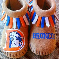 Vintage Denver Broncos logo handpainted baby moccasins! All designs are one-of-a-kind, hand-painted by me! Minnetonka leather moccasins size 1 infant through 6.  Free Range Mama is a free-hand, completely custom, hand-painted collection of keepsake baby booties and moccasins! My personalized shoes make the best baby shower gifts, Christmas and Holiday gifts, New Sibling gifts, etc! Please browse my Etsy shop for design inspiration and to see past custom work. Since I paint everything…