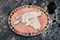 This listing is for Unique Wooden wall clock with wooden timers!  This clock is withEstonia map and Baltic symbols. - Dimension 40cm ( 15.7 Inch) x 30cm (11.8 Inch) - Tickness 9mm - AA battery, not included - painted with walnut paint and Linseed oil.