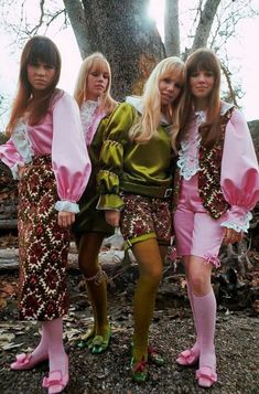 60s And 70s Fashion, Retro Fashion, Vintage Fashion, Patti Hansen, Lauren Hutton, Psychedelic Fashion, Cool Kids Clothes, Vogue, Fashion Models