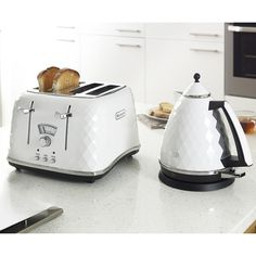 DeLonghi Brillante White Kettle and Toaster Collection on Housing Units Kitchen Interior, Kitchen Decor, Kitchen Design, Kitchen Ideas, Kitchen Living, Buy Kitchen, Small Kitchen Appliances, Kettle And Toaster Set, White Toaster