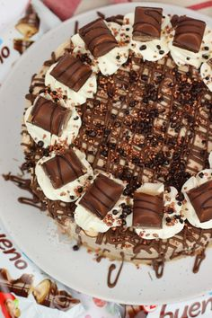No-Bake Kinder Bueno Cheesecake! Cheesecake Mix, Salted Caramel Cheesecake, Chocolate Cheesecake, Cheesecake Recipes, Dessert Recipes, Desserts, Kinder Bueno Recipes, Janes Patisserie, Buttery Biscuits