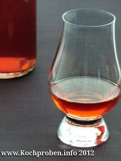 Zwetschgenlikör Liqueur, Hurricane Glass, Wine Decanter, Food And Drink, Tableware, Desserts, Drinks, Eating Raw, Food And Drinks