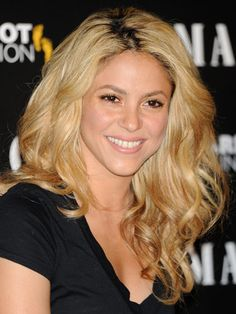 12 Curly Hairstyles, Cuts and Ideas for Women Celebrity Hairstyles, Shakira Hairstyles, Curly Hairstyles, Curly Hair Styles Easy, Bleached Hair, Hair Photo, Insta Makeup, Makeup Junkie, Blonde Hair