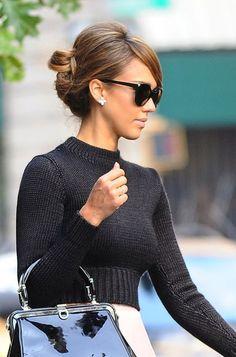 Jessica Alba's Audrey Hepburn-y hair and makeup