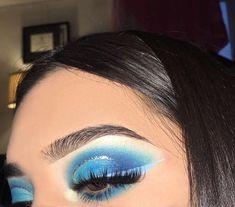 Pinterest|@lauraspinsxoxo #EyeMakeupCutCrease Eye Makeup Blue, Blue Eyeshadow Looks, Eye Makeup Cut Crease, Silver Eyeshadow, Colorful Eye Makeup, Eye Makeup Tips, Makeup Goals, Makeup Inspo, Makeup Eyeshadow