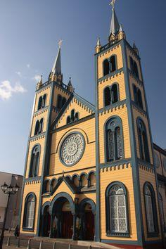 Sint-Petrus-en-Pauluskathedraal (Paramaribo). Geheel uit hout opgetrokken!