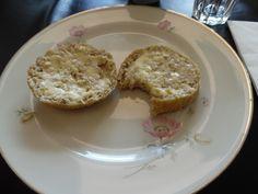 Disse luftige glutenfrie havreboller smager fantastisk og er perfekte til madpakken eller fødselsdagsfesten.