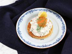 Myllymäkis toast skagen Prawn Toast Recipe, Shrimp Toast, Easy Beef Wellington, Beef Wellington Recipe, Skagen, Nordic Diet, Easy Starters, Prawn Cocktail, Scandinavian Food