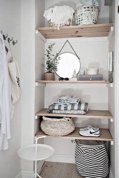 Un premier appartement de rêve - PLANETE DECO a homes world Wooden shelves decorated with mismatched Home Organization, Interior, Minimalist Shelves, Home Decor, House Interior, Home Deco, Interior Design, Bathroom Decor, Shelving