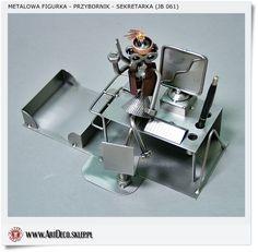 Metalowy przybornik figurka na prezent