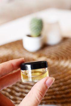 Fill your vial / jar ⅓ of the way with the coc Eyebrow Hair Growth, Brow Growth Serum, Eyebrow Serum, Eyebrow Makeup Tips, Permanent Makeup Eyebrows, Makeup Tools, Beauty Makeup, How To Grow Eyebrows, Thick Eyebrows