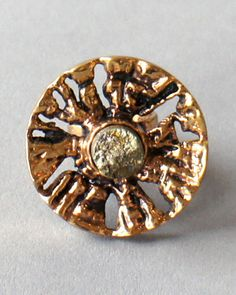 Pentti Sarpaneva, The radiating relief design of this ring is reminiscent of a split log with a large natural cut pyrite stone at its center. The intricate pattern is asymmetrical and highly de High Jewelry, Modern Jewelry, Jewelry Art, Vintage Jewelry, Jewelry Design, Tree Rings, Bronze Jewelry, Bees Knees, Flower Brooch