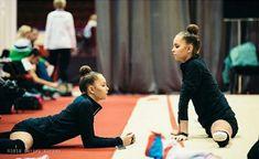 Averina twins Rhythmic Gymnastics Training, Gymnastics Flexibility, Gymnastics Photography, Dance Gifts, Contortion, Modern Dance, Dance Outfits, Diana, Cheer