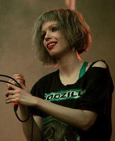Alice Glass green hair